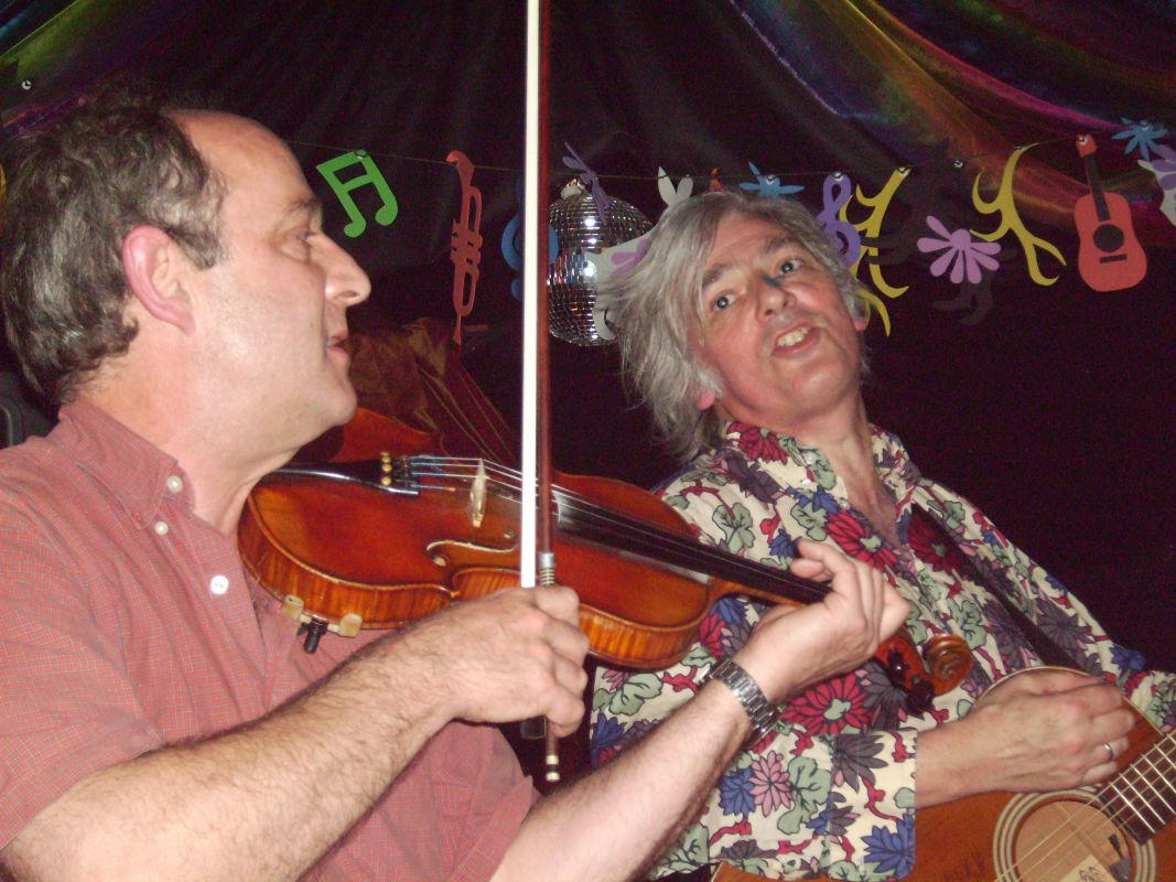 Robyn Hitchcock and Rob Strawson - acoustic at The Black Lion © Richard Hales